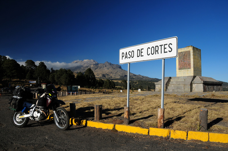 Paso de Cortes. Between te volcanoes east of Mexico City