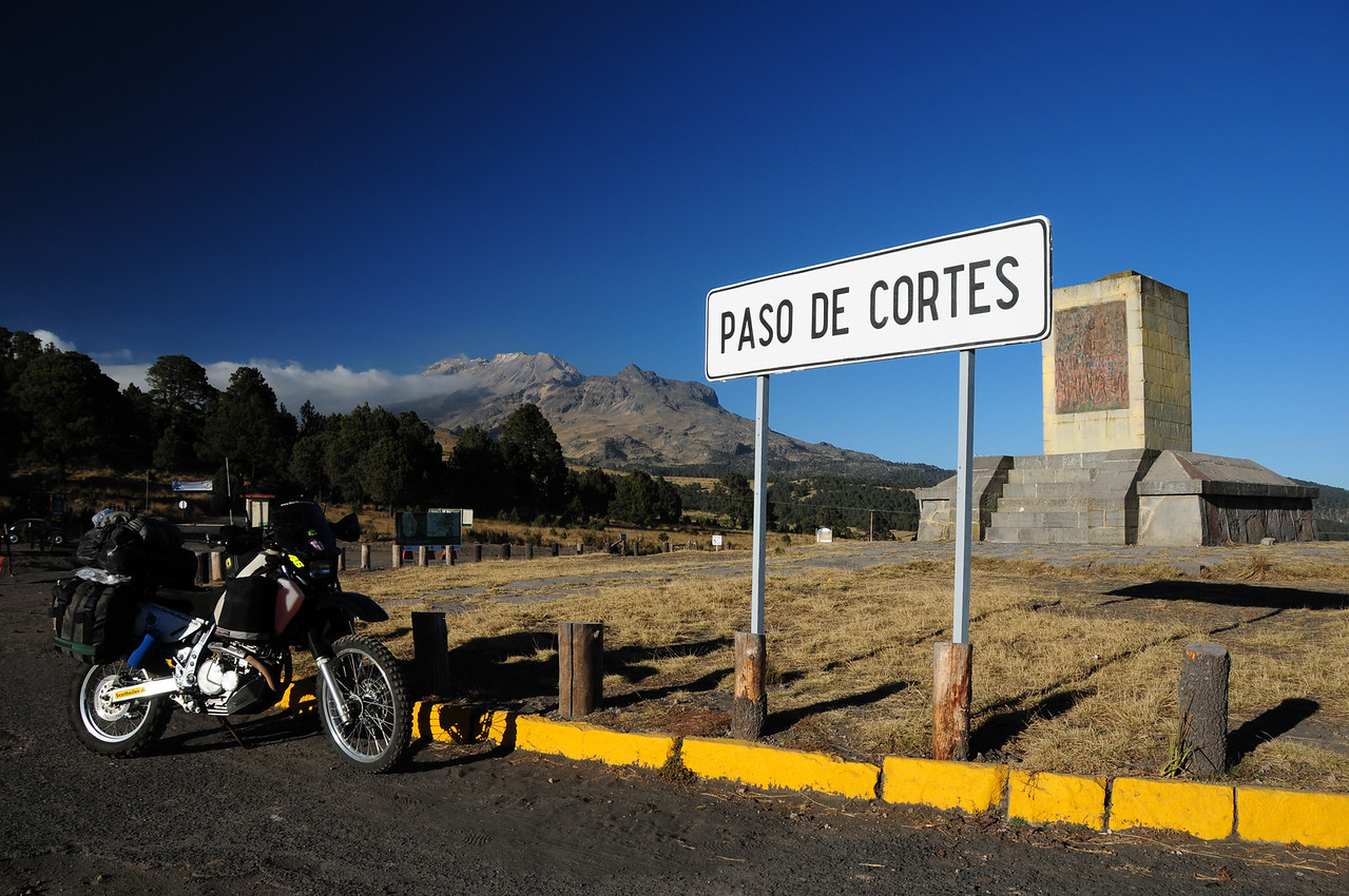 Paso de Cortes. Between te volcanoes east of Mexico City