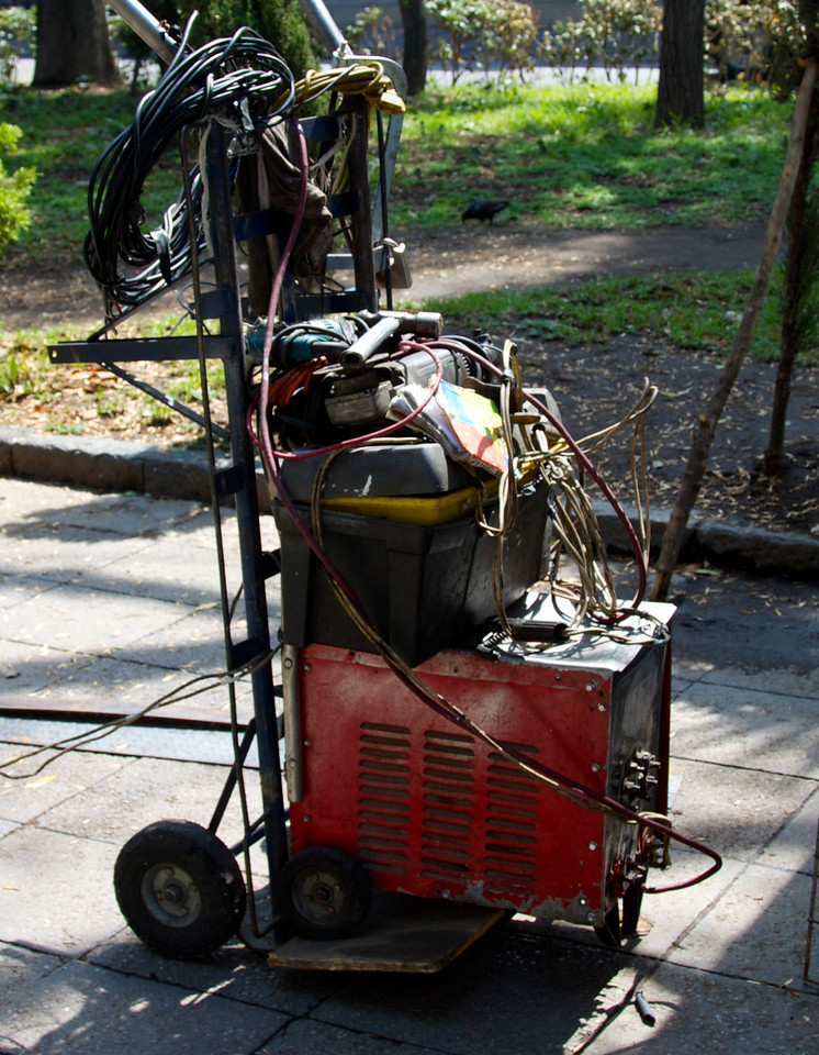 Portable welding and fabrication rig.