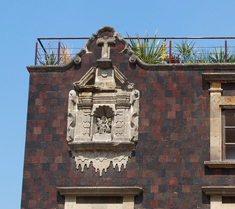 Building detail near Santisima Trinidad church.