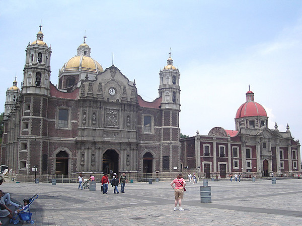 The Old Basilica of the Virgin of Guadalupe and the plaza in front. Next to it is a church erected for Capuchin nuns who established a cloister here.