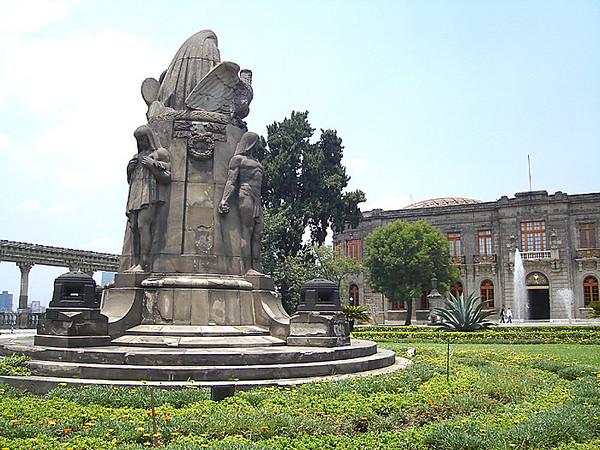 The terrace in front of Castillo de Chapultepec