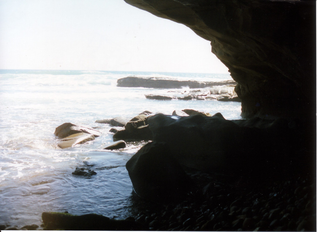 LG98-cave view 1