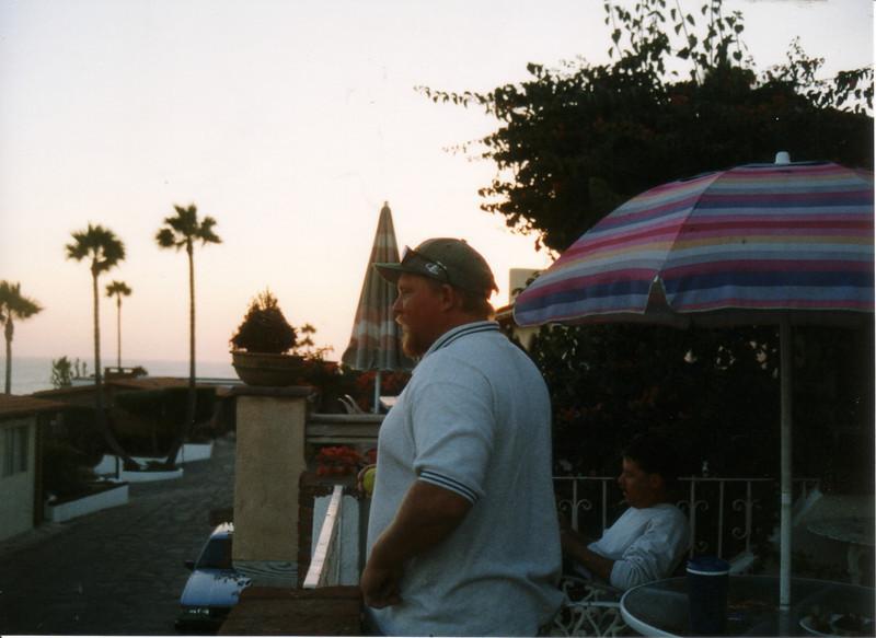LG98-Ron Steve balcony