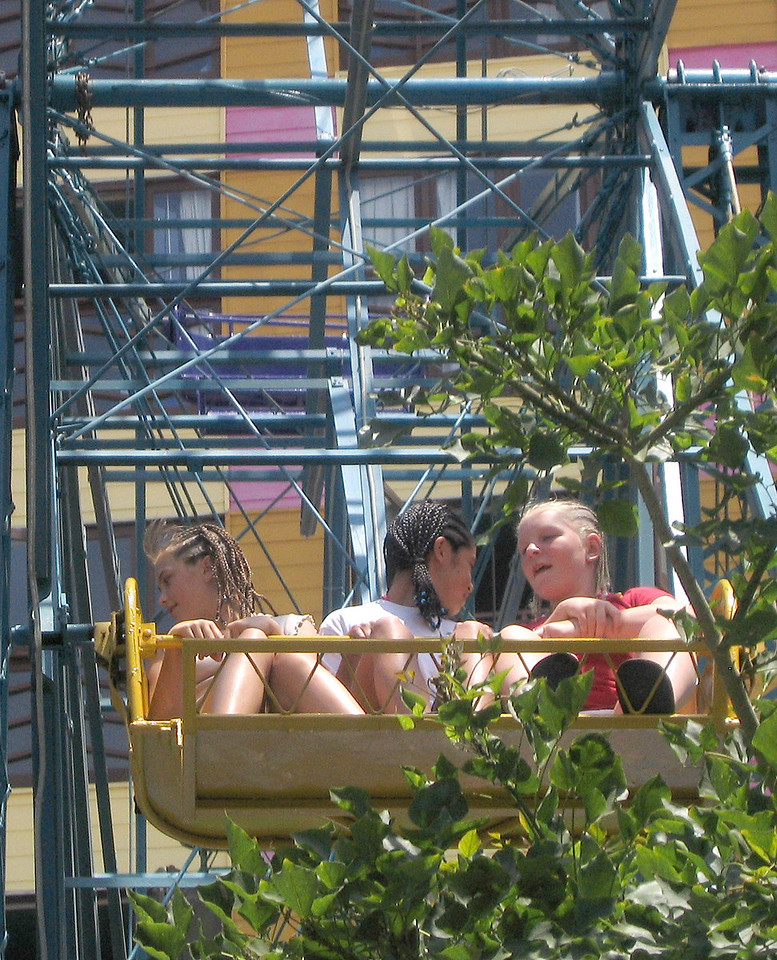 Mexico 2004 girls on Ferris Wheel A
