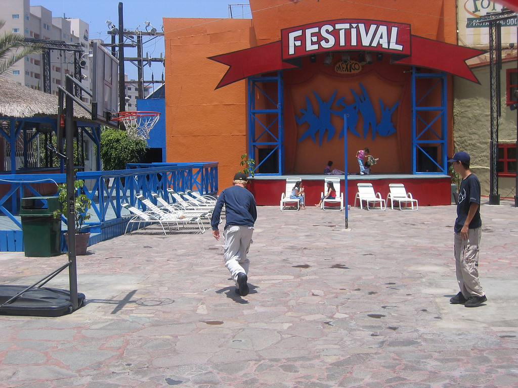 Mexico 2004 Boys Basketball Festival Plaza