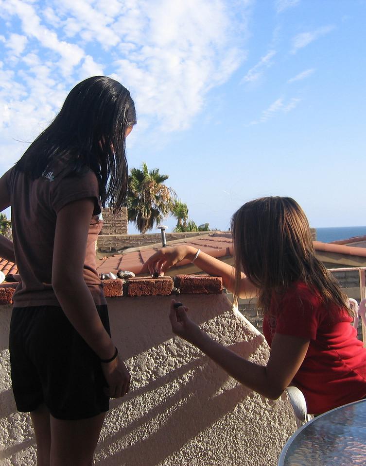 Mexico 2004 girls on balcony