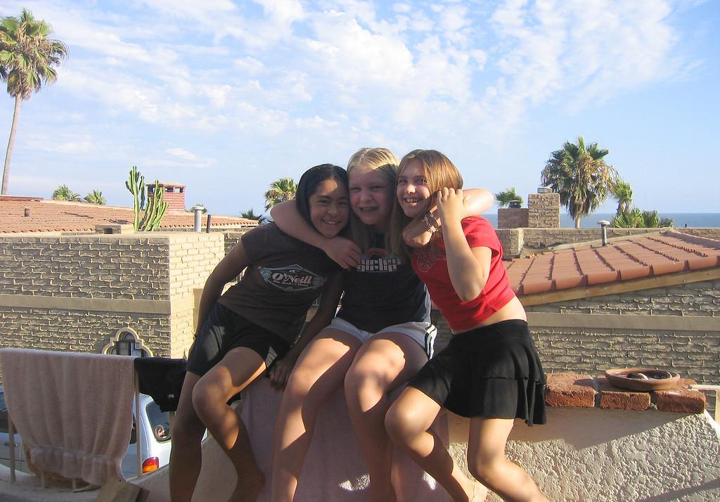 Mexico 2004 girls balcony B