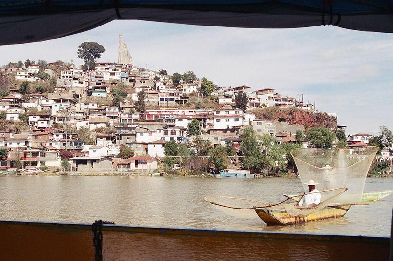 Patzcuaro, Mich - Pescando como si hubiera