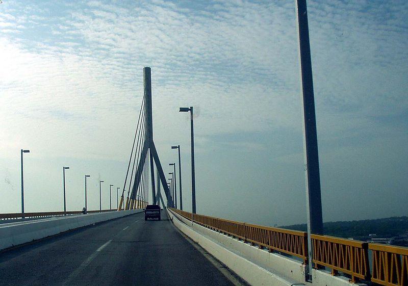 El Puente Tampico, mas adelante que la feria antigua.