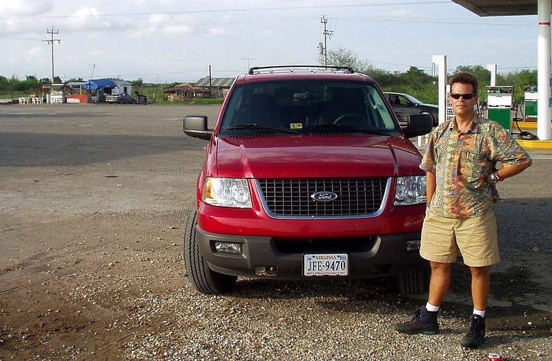 Mi amigo y su camioneta en el petrolero, cerca Soto la Marina.