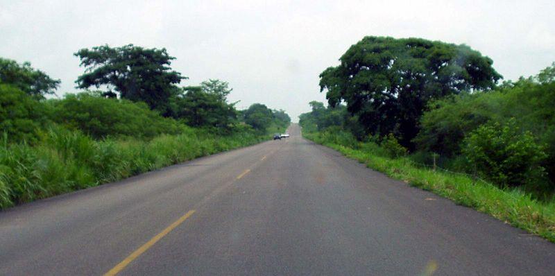 La carretera sigue y sigue.