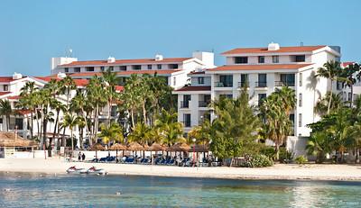 вид на наш отель с моря