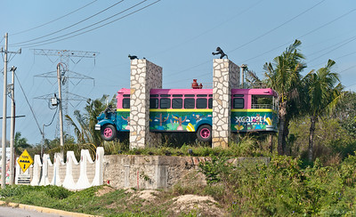 Застрявший автобус, значит подъезжаем :)