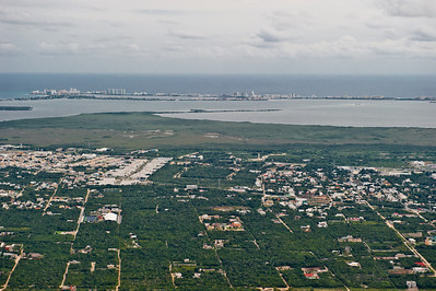 вдалеке пляжный Канкун
