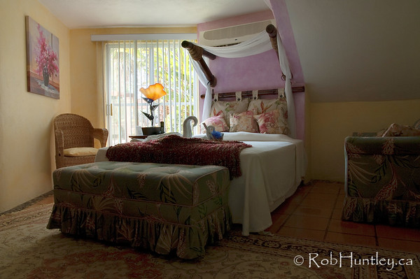 Ground floor guest room at Casa Candiles, Ixtapa, Mexico © Rob Huntley