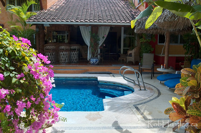 The back garden and pool at Casa Candiles, Ixtapa, Mexico © Rob Huntley