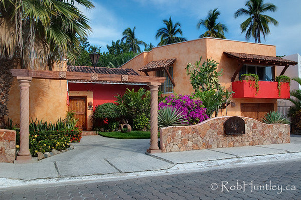 The front entrance of Casa Candiles, Ixtapa, Mexico. © Rob Huntley