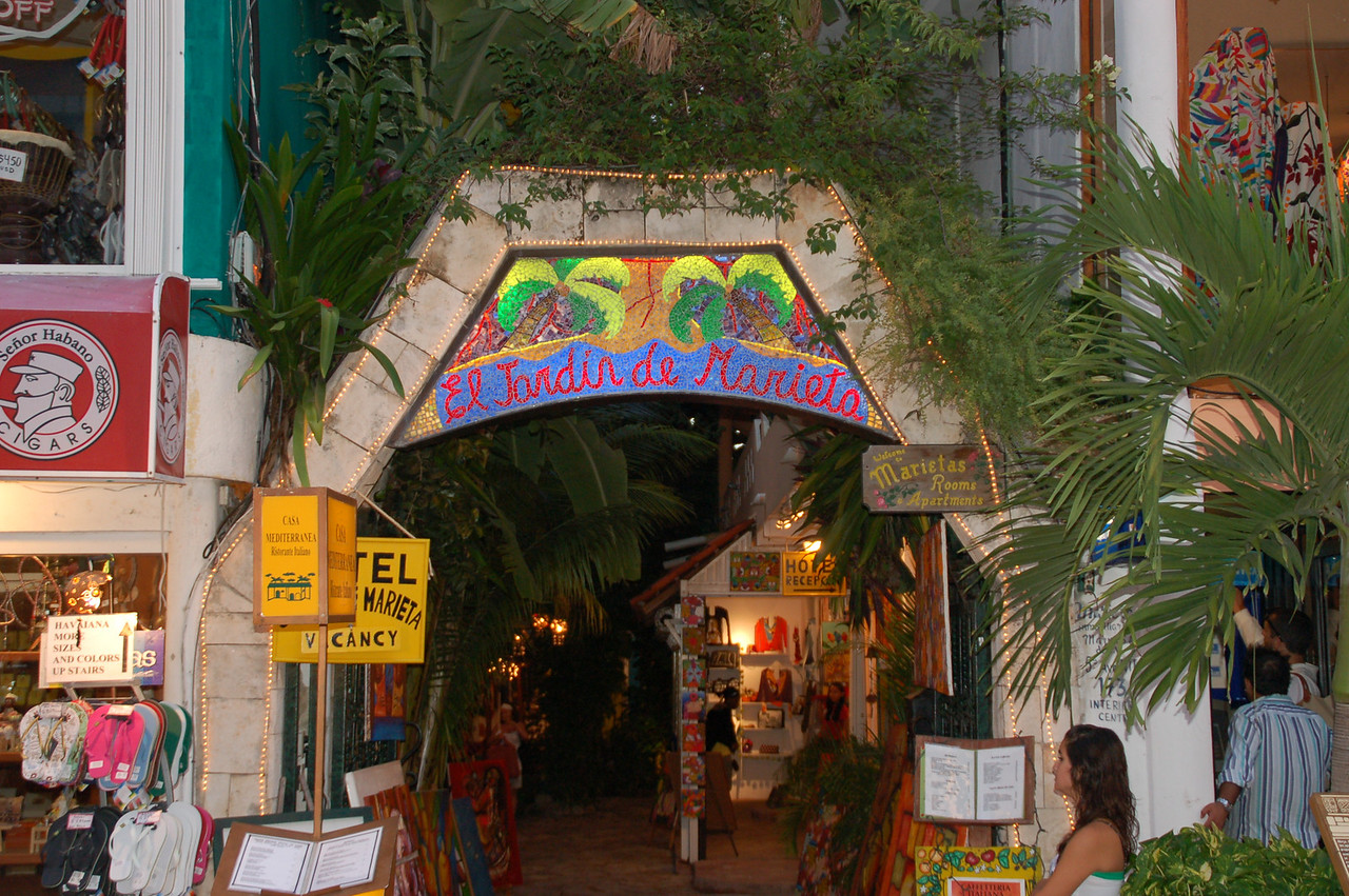 Downtown Playa del Carmen  hotel rooms in the heart of town