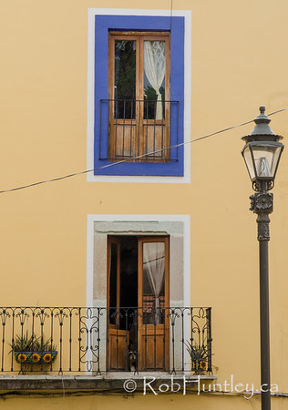 Wall, doors and lamp in Guanajuato.