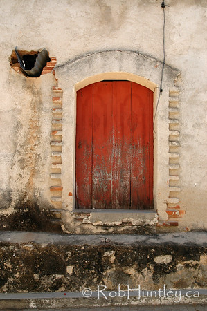 Old door in Santa Maria Huatulco, Mexico. © Rob Huntley