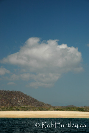 Sky, desert, beach, sea. Shoreline near Huatulco, Mexico. © Rob Huntley