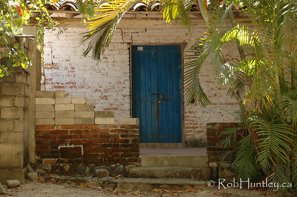 Old door and porch in Santa Maria Huatulco, Mexico. © Rob Huntley