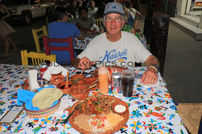 2019-05-21_21_Sayulita_Mary's Restaurant_Tony.JPG