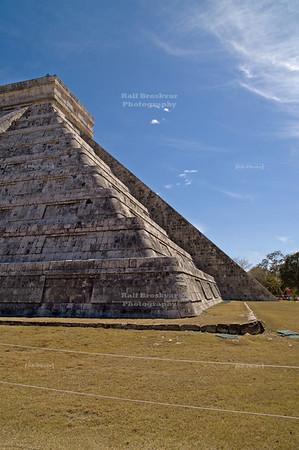 El Castillo (the castle) - Temple of Kukulkan, Chichén Itzá, Yucatán, Mexico