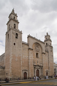 Catedral de San Ildefonso on Plaza Mayor in Merida - the oldest and the largest church on the Yucatán peninsula was built 1561-1598 on the site of and with stones from a former Maya temple