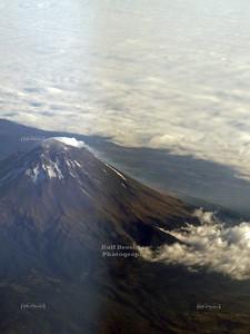 Steaming Popocatépetl