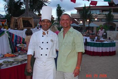Tu ja z kucharzem,dzielilismy swoje doswiadczenia z BBq. Kolacja na plazy...to jest to.
