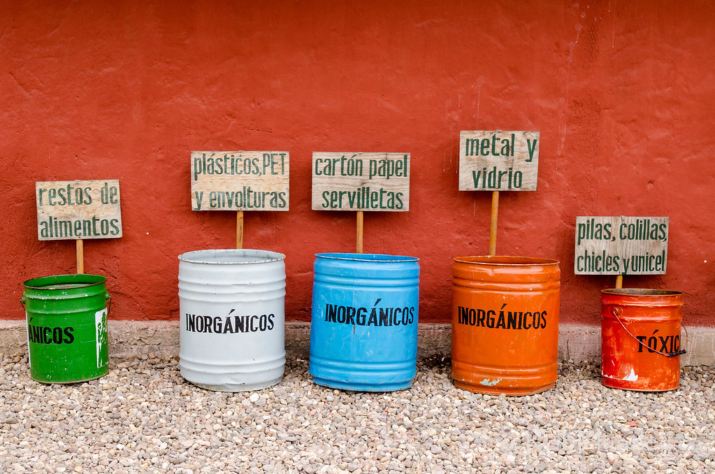 Garbage sorting at the cafe at El Charco del Ingenio