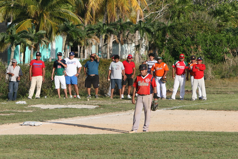 Visiting fas are on their feet bottom of the extra inning, Colonial Yucatan ahead by one.