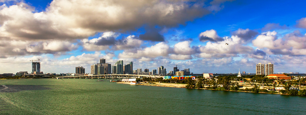 遊船高樓跨海大橋,邁阿密港景色