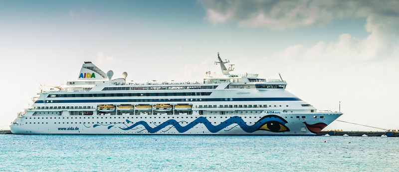 • Location - Cozumel<br /> • Look at this lips on the AIDAaura ship!