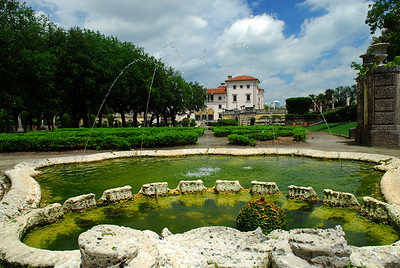 Wide angle view of Viscaya Gardens