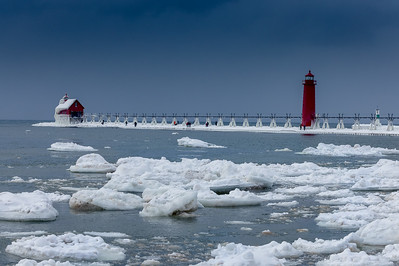 Accompanied by MingHuai Yoa to see the lighthouse on the western shore of Lake Michigan
