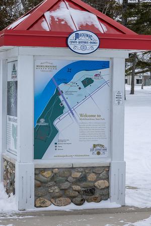 Accompanied by MingHuai Yoa to see the Blue ice at Macknac Bridge, Tahquamenon Falls, Snowy Owls, Bald Eagle