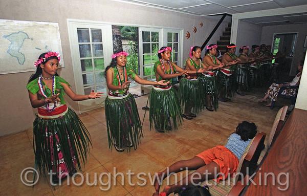 Micronesia 2007 : cultural dance, Ulithi Adventure Resort, Falalop Island IMG207