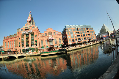 Shops and restaurants along the waterfront - a fantastic place for outdoor dining