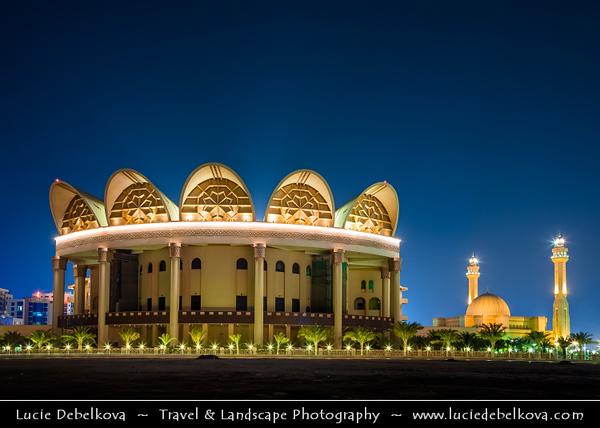 Middle East - GCC - Bahrain - Manama - Grand Mosque - Al-Fateh Mosque - Al-Fateh Islamic Center - Al Fateh Grand Mosque - مسجد الفاتح - Masjid al-Fatih - One of the largest mosques in the world & Shaikh Isa Library on Juffair beach