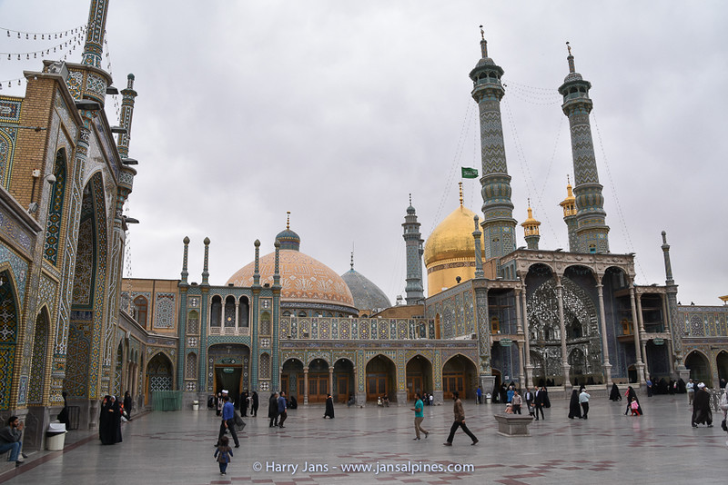 main courtyard of the Fatima Masumeh Shrine