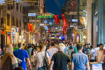 İstiklal Caddesi at night