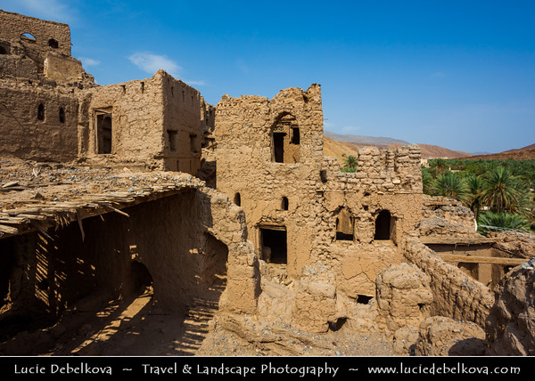 Middle East - Sultanate of Oman - Ad Dakhiliyah Region - Birkat al-Mawz - Birkat Al Mauz - Birkat Al Mouz - Historical village located at entrance of Wadi al-Muaydin on southern rim of Jebel Akhdar & home to restored fort called Bait al Redidah