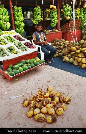 Middle East - Sultanate of Oman - Dhofar Province - Salalah Area - صلالة - Ṣalālah - Coastal town along Indian Ocean - Tropical fruit local open air market