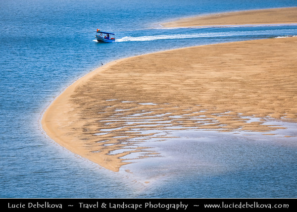 Middle East - Sultanate of Oman - Ash Sharqiyah Region - Sur - صور‎ - One of ancient Omani maritime cities & important destination point for sailors on coast of Gulf of Oman - Fishing boat sailing through sandy lagoon during low tide
