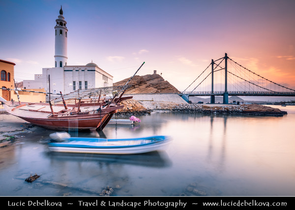 Middle East - Sultanate of Oman - Ash Sharqiyah Region - Sur - صور‎ - One of ancient Omani maritime cities & important destination point for sailors on coast of Gulf of Oman - Iconic mosque on shore of Ayjah Bay next to modern Khour Al Batah Suspension Bridge