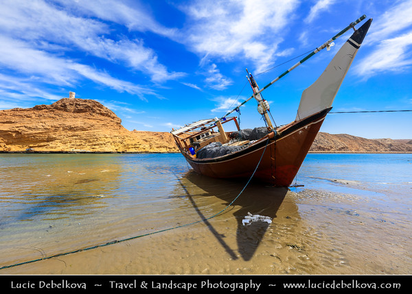 Middle East - Sultanate of Oman - Ash Sharqiyah Region - Sur - صور - One of the ancient Omani maritime cities & important destination point for sailors on coast of Gulf of Oman - Al Ayjah Bay area with traditional dhows/boats
