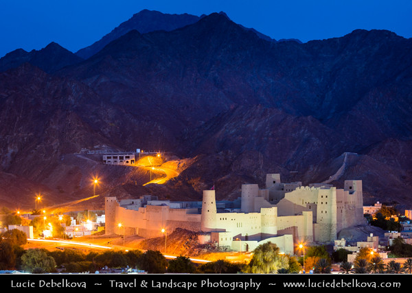 Middle East - Sultanate of Oman - Al Dakhiliyah Governorate - Bahla Fort - Qal'at Bahla - UNESCO World Heritage Site - One of four historic fortresses situated at the foot of the Djebel Akhdar highlands - Ruins of immense fort, with its walls and towers of unbaked brick and its stone foundations, remarkable example of this type of fortification built in the 13th and 14th centuries